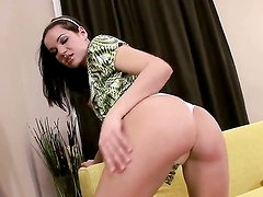 Breathtakingly hot woman Lara Amour dildoing her muff pie