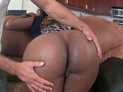 Bootylicious ebony whore showing off her huge delicious ass