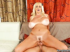 Brittany ONeil with juicy breasts gets pumped