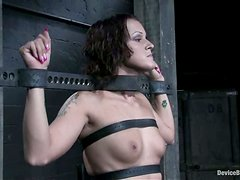 Spider gag makes her choke from her own salavia