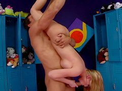 Flying 69 position by hawt seductress Madison Scott