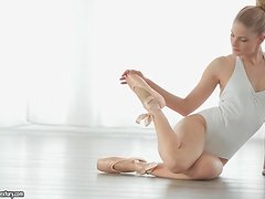 Cayenne Klein is a sexy blonde ballerina