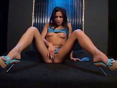 Jayna Oso plays with her vag and gets it pounded remarcably well