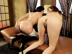 Princess Donna gets her fuck hole licked out