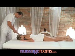 Сharming babe gets her pussy fucked and creampied after massage