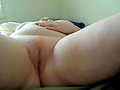 Toying my slutty mature twat hard