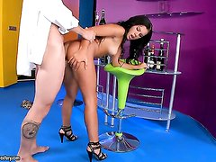 Brunette Rihanna Samuel gives headjob