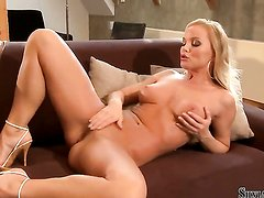 Silvia Saint is too hot to stop playing with herself