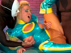 Raunchy blondie in latex suit in hardcore MMF threesome action