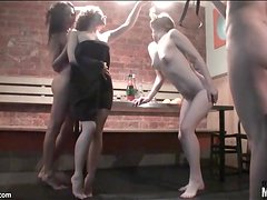 Teen girl party turns to pussy eating fun