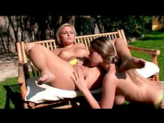 Hot girls eat pussy in erotic outdoor porn