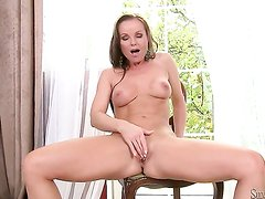 Silvia Saint takes toy up her
