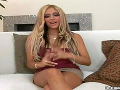 Stunning blonde chick has sex at a casting.