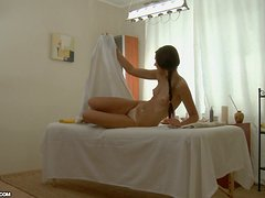 Pretty Girl Gets Her Pussy Fucked after a Very Sensual Massage