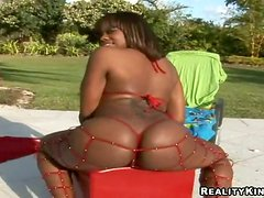 Ebony Gets Outdoors Interracial Banging from a Big White Cock