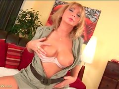 Curvy milf with stomach scar fondled lustily