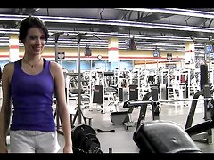 Teen brunette shows her sexy body in the gym