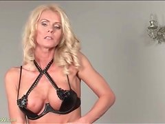 Her fit milf body is incredible in solo video