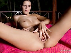 Mia cant stop fingering her snatch