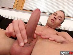 A homo cums on nylons