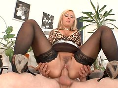 Blonde milf Daria Glower is sucking