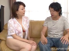 A Japanese MILF gets her hairy pussy licked and fucked
