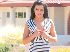 Brunette beauty Arianna enjoys toying her shaved snatch