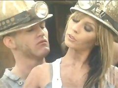 Sexy builder Kirsten Pric gets her cunt drilled hard outdoors