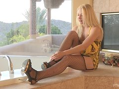 Sexy blond angel is going to be rinsing her pussy!