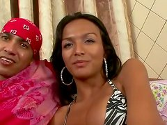 Black Hair Shemale Angel Knows To Enjoy On Cock