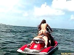 Fuck in the middle of the sea (Reality Kings » MILF Hunter)