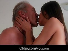 Nympho girl lures for fuck oldman in her home