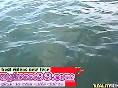 Alice Lighthouse in Sea Banging video - Capta