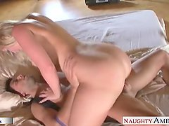 Big assed babe Alexis Texas jumping a dick