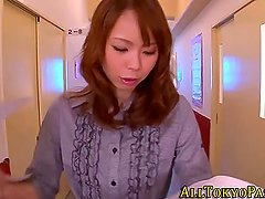 Asian babe gets oral sex