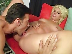 Platinum babe Heather Huntley is tongued and twatted