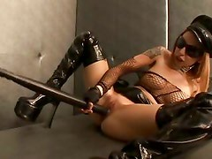 Scarlett Pain gets no pain but all the pleasure from toying with her puss