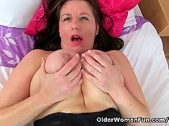 UK mum Jessica s tits and pussy need a massage