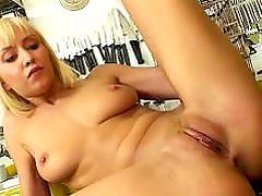 Hot fuck in mexican kitchen (Julie Silver)