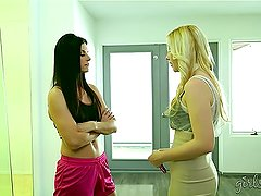 Hotties Shyla Jennings And Samantha Rone