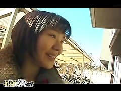 Amateur Asian bitch goes down on a guy in a p
