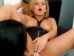 Dorothy Black gives pleasures to his girlfriend by miff-diving her cunt
