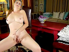 onmilfcom American mom with nice tits and