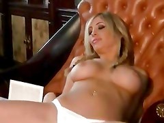 Sizzling Tasha Reign shows off her delicious round tits