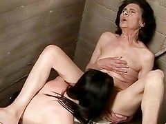 Old brunette babe wants some young hot twat