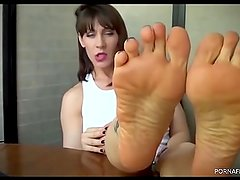 Brunette milf shows perfect soles