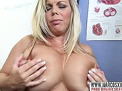 Placid Mom Kortney Kane In Stockings Needs Perfect Sex