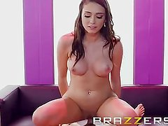 Hostess Fucks a Guy In The Champagne Room - Brazzers
