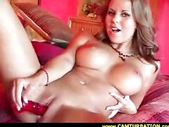 Babe masturbates on the bed