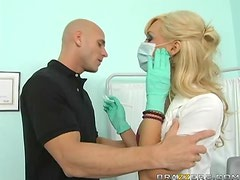 Insanely Hot Dr.Jessica Lynn Keeps Her Hands Busy On A Big Cock